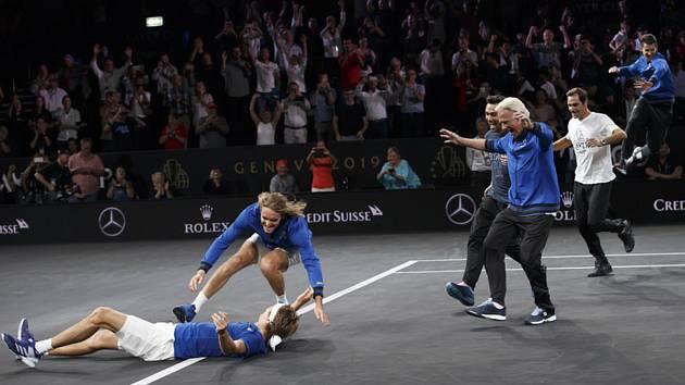 Tenisté Evropy se radují poté, co vyhráli i třetí ročník populárního Laver Cupu