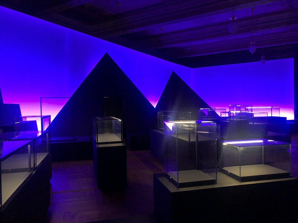 Na výstavě Sluneční králové, jejíž otevření pro veřejnost se kvůli koronaviru posunulo na 1. září, se v Národním muzeu podílí 133 lidí.