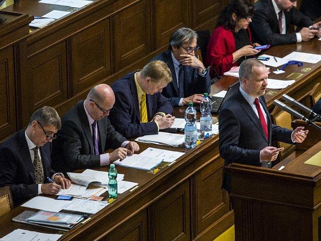 Jednání Sněmovny o vyslovení nedůvěry vládě proběhlo 26. května v Praze. Bohuslav Sobotka, Andrej Babiš, Petr Fiala.