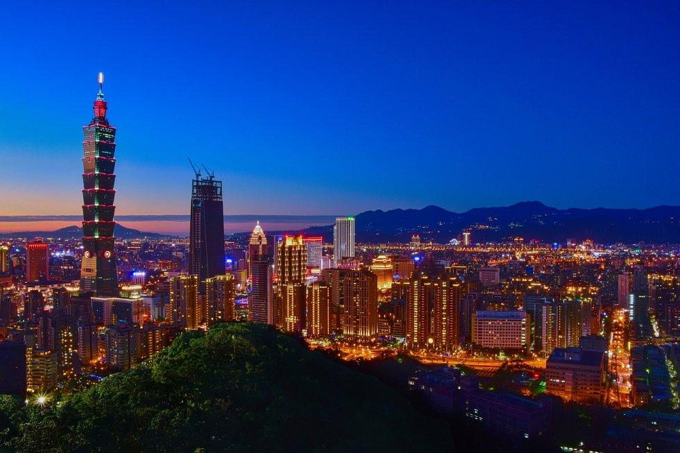 Věž Taipei 101 byla prvním mrakodrapem, který dosáhl výšku nad půl kilometru.