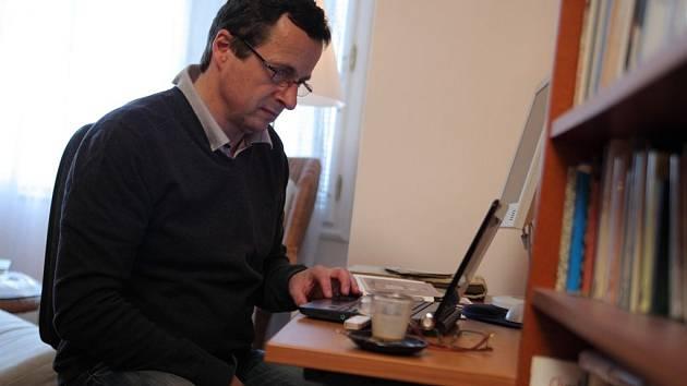 """Spisovatel Michal Viewegh patří k domácím """"jistotám"""", co se prodejů týče."""