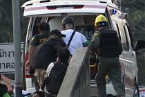 Pět malých dětí ubodal psychicky nemocný muž v severním Thajsku. Vážně zranil také těhotnou ženu, která na děti dohlížela.