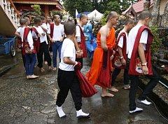 V klášteře na severu země strávili thajští chlapci devět dní, přičemž se věnovali modlitbám, meditaci a úklidu.