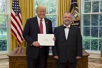 Prezident USA Donald Trump s Hynkem Kmoníčkem