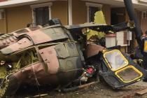Do obytné čtvrti v Istanbulu se zřítil armádní vrtulník