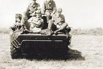 """""""Jako velitel OT-65 jsem dostal rozkaz, abych velel třem obrněným transportérům průzkumné čety, vypráví tehdejší voják základní služby Vítězslav Velc."""
