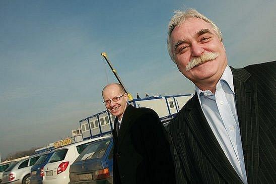 Milan Urban a Bohuslav Sobotka (v pozadí)