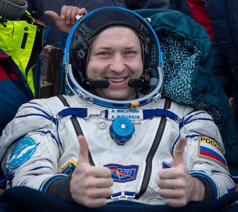 Přistání na základně v Bajkonuru. Ruský kosmonaut Alexander Misurkin