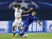Paulo Dybala z Juventusu (vlevo) proti Dinamu Záhřeb.