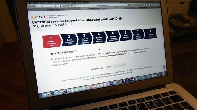 Ministerstvo zdravotnictví 15. ledna 2021 spustilo webovou stránku centrálního registračního systému, na které se lidé starší 80 let mohou přihlásit na očkování proti covidu-19
