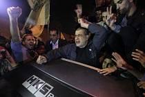 Palestinci vítají propuštěné vězně.