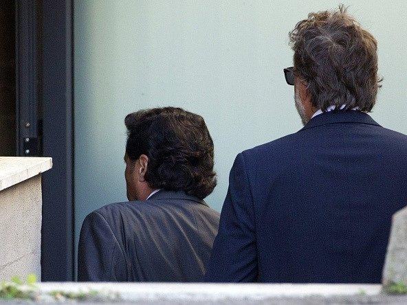 Kapitán lodi Costa Concordia Francesco Schettino (vlevo) přichází k soudu