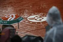 Program Roland Garros opět narušil déšť.