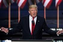 Realitní magnát a miliardář Donald Trump na sjezdu v Clevelandu oficiálně přijal republikánskou nominaci na prezidenta USA.