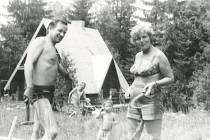 Jaroslav Šabata a Anna Tesařová-Koutná na rodinné dovolené v roce 1980. Jan Šabata se oženil s její dcerou Marcelou.