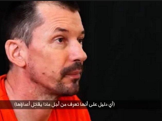 Zajatý britský fotoreportér John Cantlie.