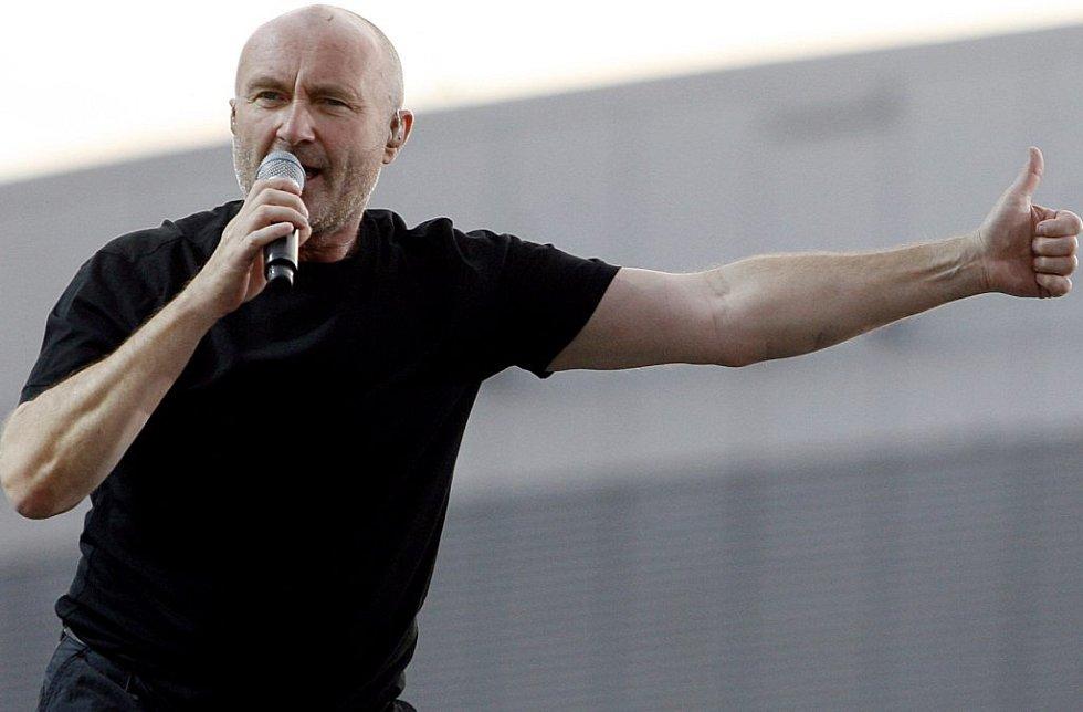 Zpěvák Phill Collins zahájil koncert kapely Genesis.