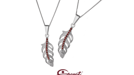 Pírko – Magický amulet. Stříbrné přívěšky s českými granáty – pozdrav andělů