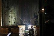 Požár poškodil vnitřek katedrály Notre Dame