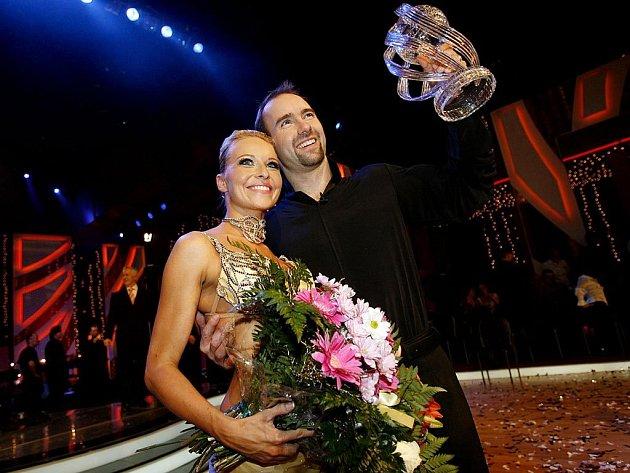 Vítězem druhé řady Stardance se stal pár akrobata Aleše Valenty a Ivy Langerové