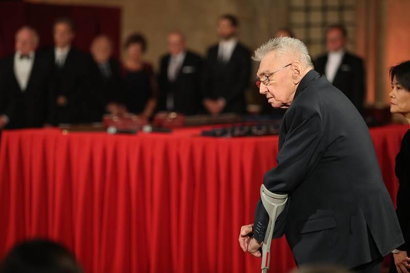 Předávání státních vyznamenání 28. října na Pražském hradě. Josef Zíma.