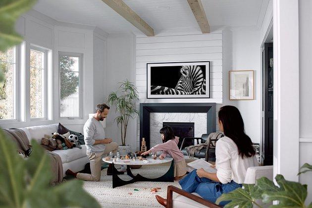 Zkrášlete svůj domov uměním.  Už to není jen černá obrazovka. Samsung The Frame se sladí svaším interiérem istylem. Po zapnutí to bude skvělá televize, po vypnutí úžasné umělecké dílo.