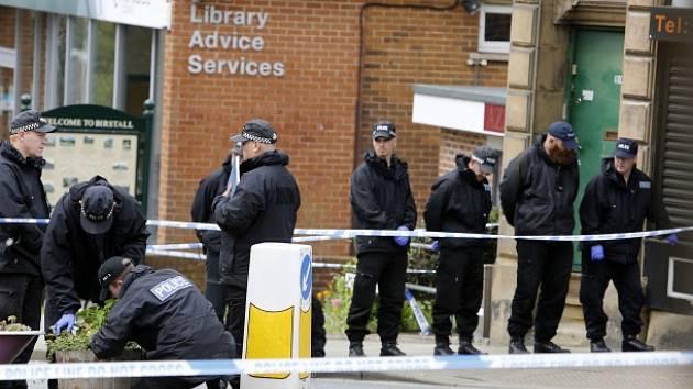 Jednačtyřicetiletou Coxovou napadl vrah ve čtvrtek v jejím volebním okrsku v severoanglickém Birstallu u Leedsu.