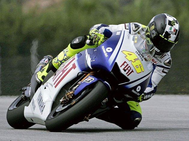 Valentino Rossi na trati v Sepangu.