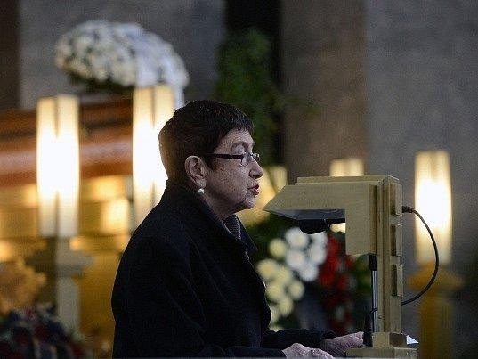Socioložka a publicistka Jiřina Šiklová se přišla 22. března do strašnického krematoria v Praze naposledy rozloučit se sociologem a bývalým politikem Rudolfem Battěkem.