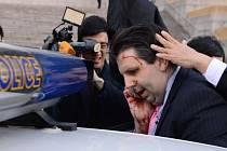 Zraněný velvyslanec Mark Lippert.