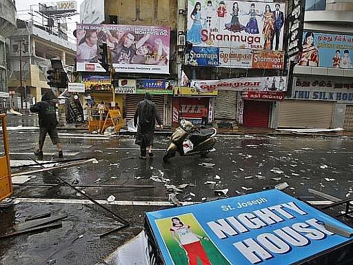 Cyklon Thane udeřil v Indii