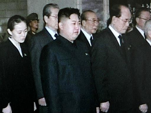 Sedmadvacetiletý Kim Čong Un truchlí nad smrtí svého otce