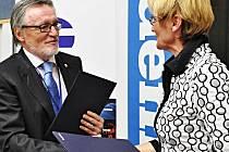 Generální ředitel Českého rozhlasu Peter Duhan a předsedkyně představenstva a generální ředitelka VLP Jitka Bosáková.
