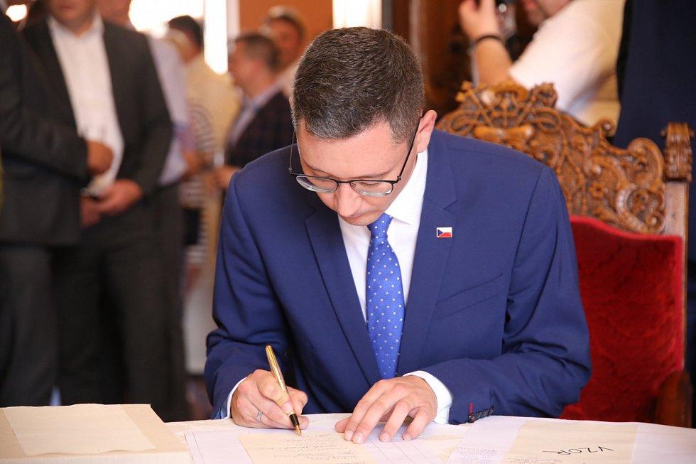 Jiří Ovčáček při podpisu