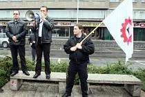Na nepovoleném srazu extrémistů v Hradci Králové se sešlo na třista přívržebců dělnické strany.