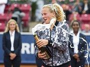 Kateřina Siniaková slaví titul na turnaji Bastadu.
