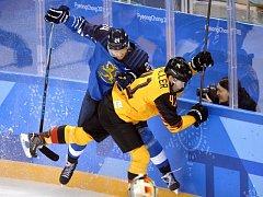 Finové (v modrém) porazili Německo 5:2.