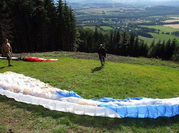 Beskydy nabízejí skvělé podmínky k letům na padáku