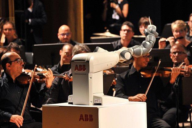 Robot YuMi dirigoval orchestr
