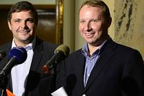 ČSSD navrhuje na ministra zahraničí Miroslava Pocheho (vpravo).