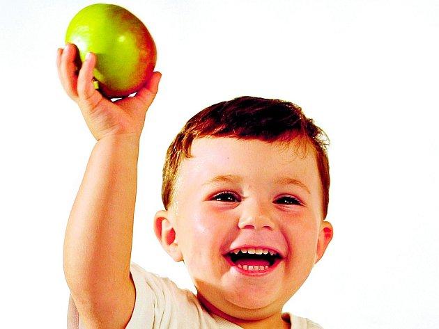 Je těžké určit, které ovoce je pro děti nejlepší, nicméně vzhledem k obsahu vitamínů, vlákniny a antioxidantů lze vybrat několik favoritů, které dětem mimořádně prospějí.
