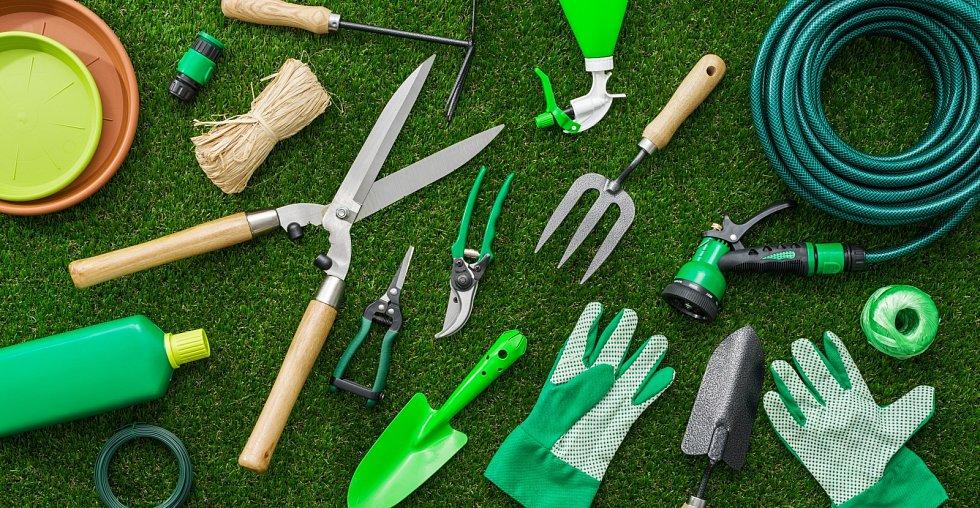 Udělejte si čas na zevrubnou kontrolu a údržbu zahradních pomocníků.