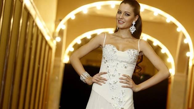 Česká Miss 2012 Tereza Chlebovská představila v pražském Obecním domě šaty od návrháře Lukáše Lindnera, ve kterých vystoupí na soutěži Miss Universe v Las Vegas.