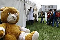 Cílem Dětského dne v Thomayerově nemocnici bylo odnaučit nejmenší děti strachu z bílých pláštů.