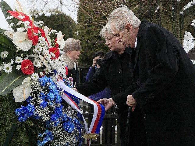 Prezident Miloš Zeman s manželkou Ivanou 7. března 2018 v Lánech uctili památku prvního československého prezidenta Tomáše Garrigua Masaryka.