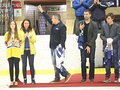 Vedení zlínského klubu ocenilo Martina Hamrlíka, jehož dres s číslem 41 byl slavnostně vyvěšen pod strop Zimního stadionu Luďka Čajky. Slavnostní akci si nenechal ujít ani jeho bratr Roman i oba synové Martina.