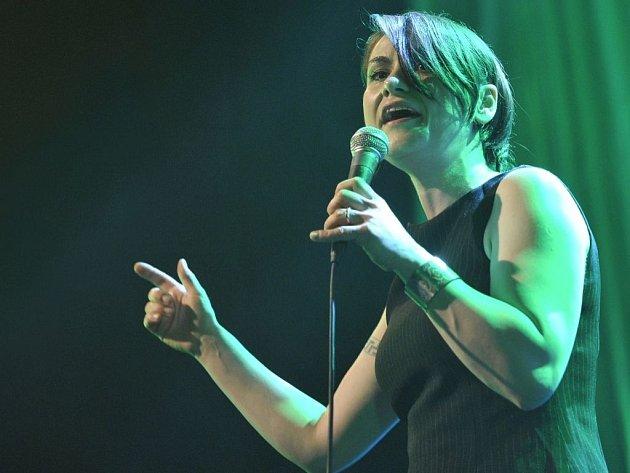 Za album Baromantika získala Lenka Dusilová Anděla za rok 2011 v kategorii zpěvačka.