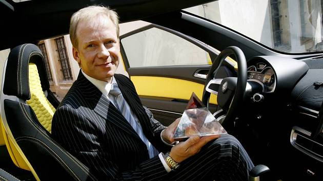 Slavnostní udělení Národní ceny za design 2007.Cena byla mimo jiné udělena designérskému oddělení v čele s Jensem Manskem (muž s cenou v ruce na fotografii) Škoda Auto za vůz Škoda Joyster.