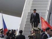 Letadlo čínského prezidenta Si Ťin-pchinga přistálo v pondělí zhruba ve 13:40 na Letišti Václava Havla v Praze.
