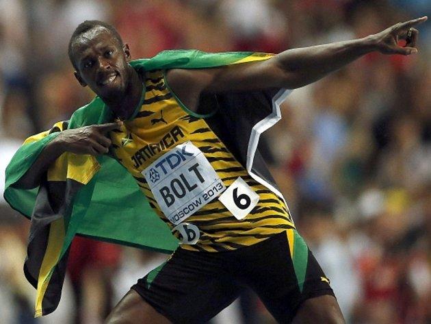 Sprintérský fenomén Usain Bolt svým tradičním způsobem slaví na MS v Moskvě zlato ze stovky.